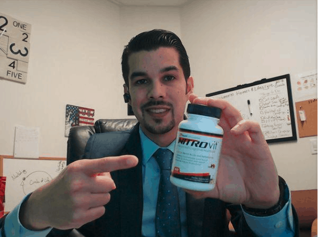 a nitrovit customer smiling and pointing to the product bottle